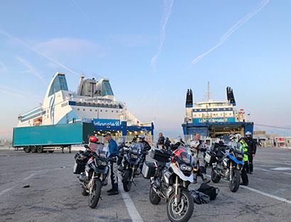 Saint Florent - Bastia embarque en ferry para travesía nocturna hasta Francia