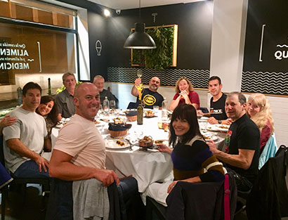 Llegada a Barcelona, instrucciones de seguridad y cena de bienvenida