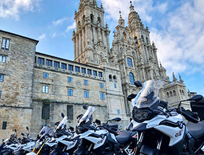 Llegada a Santiago de Compostela, instrucciones de seguridad y cena de bienvenida